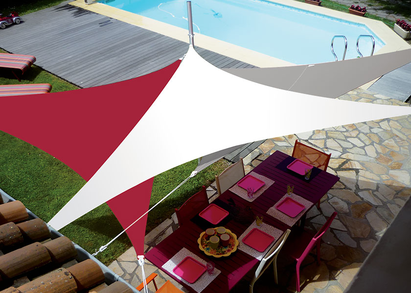 easysail triangle rouge blanc taupe